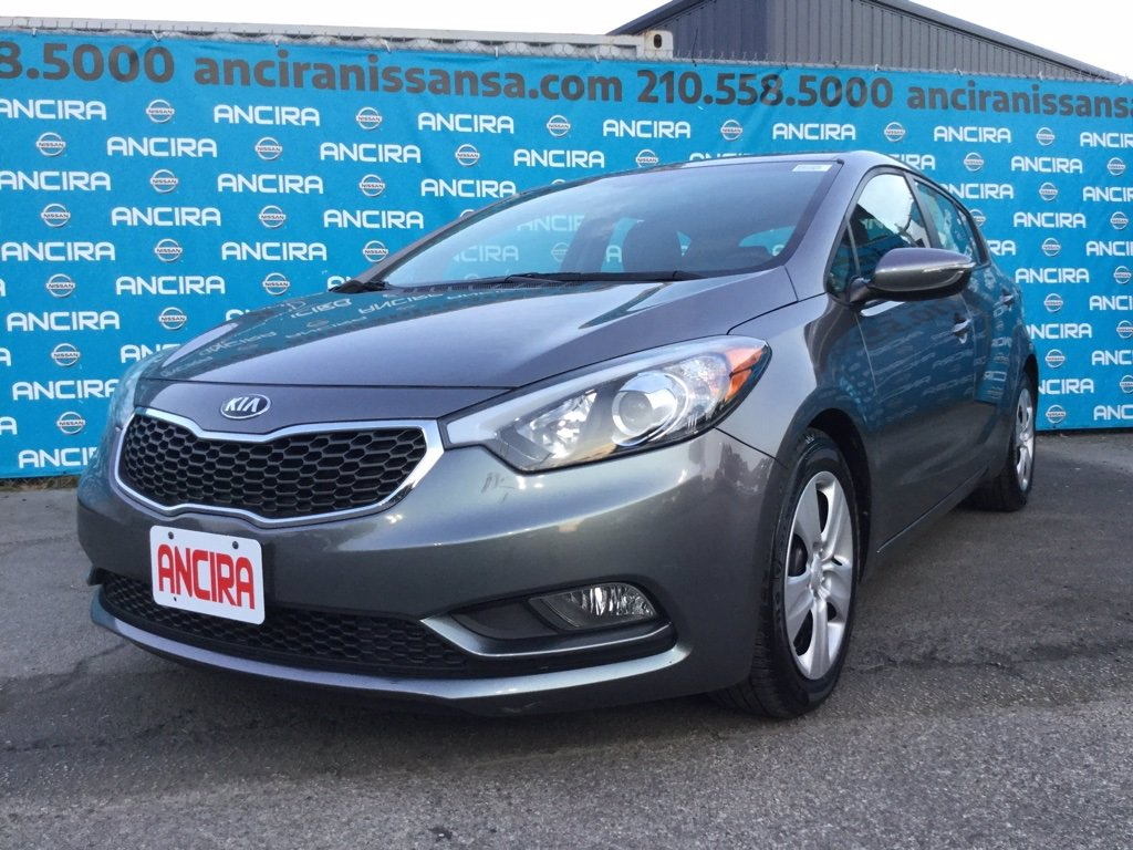 Pre-Owned 2016 Kia Forte 5-Door LX